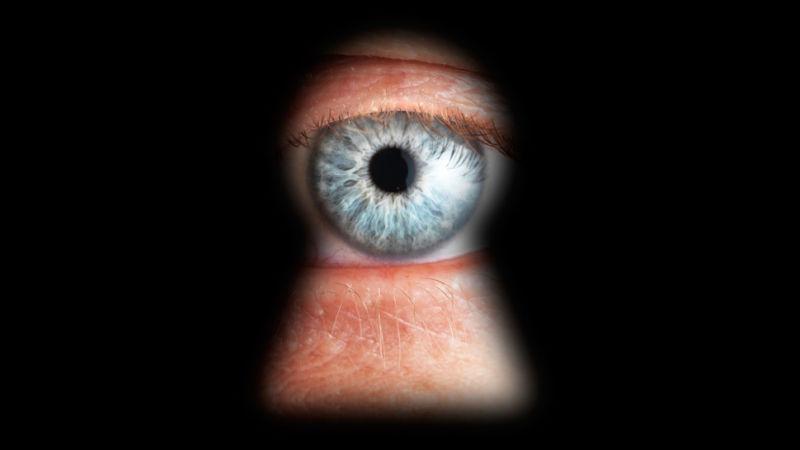 鑰匙孔外的眼睛