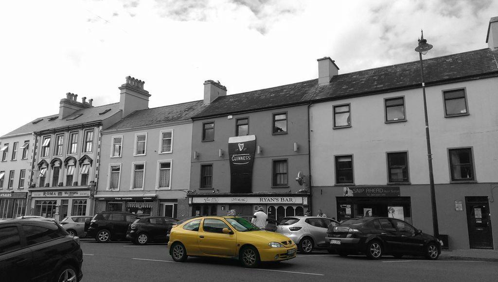 車子與房子, 背景變黑白(灰階), 前景主角的車子維持彩色