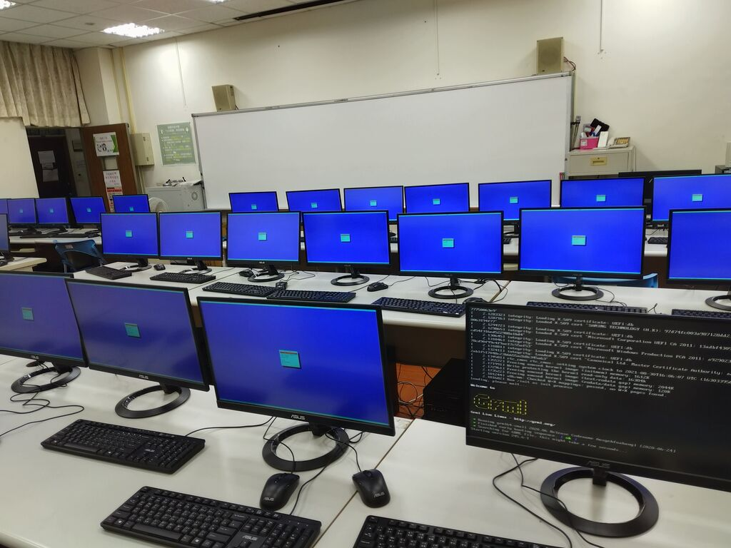 M212 教室所有電腦一開機就進入 pdmenu